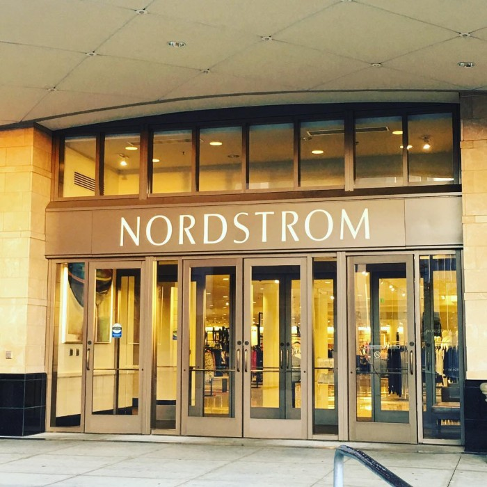 nordstrom-topanga-mall-department-store-entrance-by-guardado70-12-22-2016-1