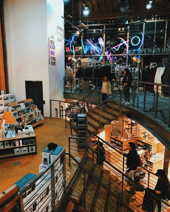 santa-monica-3rd-st-promenade-urban-outfitters-store-by-noeys_life-12-5-2016-1