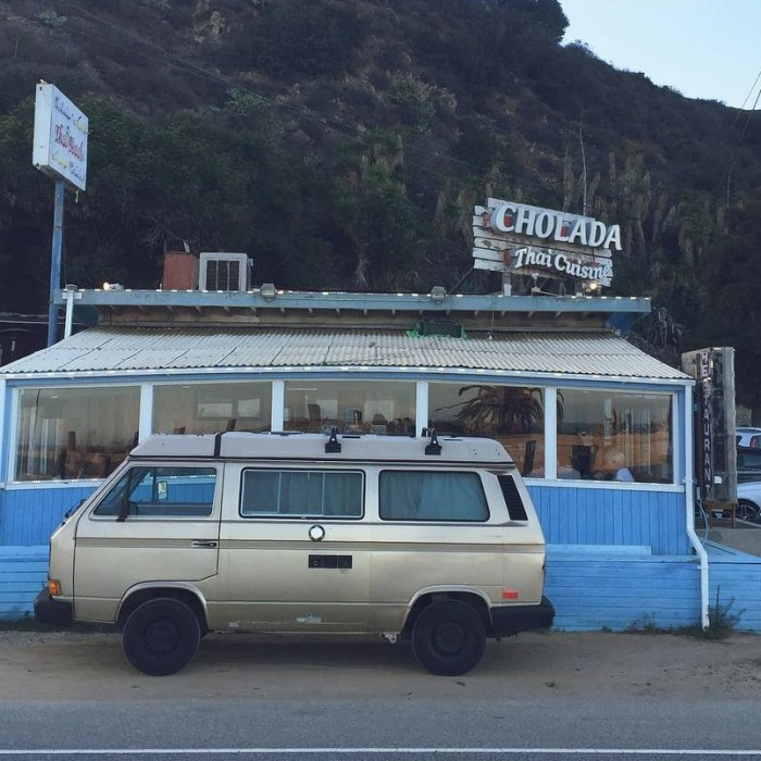 vw-camper-van-in-front-of-cholada-thai-restaurant-at-topanga-beach-malibu-by-danthevanman-12-4-2016-1