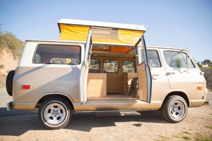 1968-chevrolet-g20-van-gold-and-white-sports-camper-1-2-2017-3
