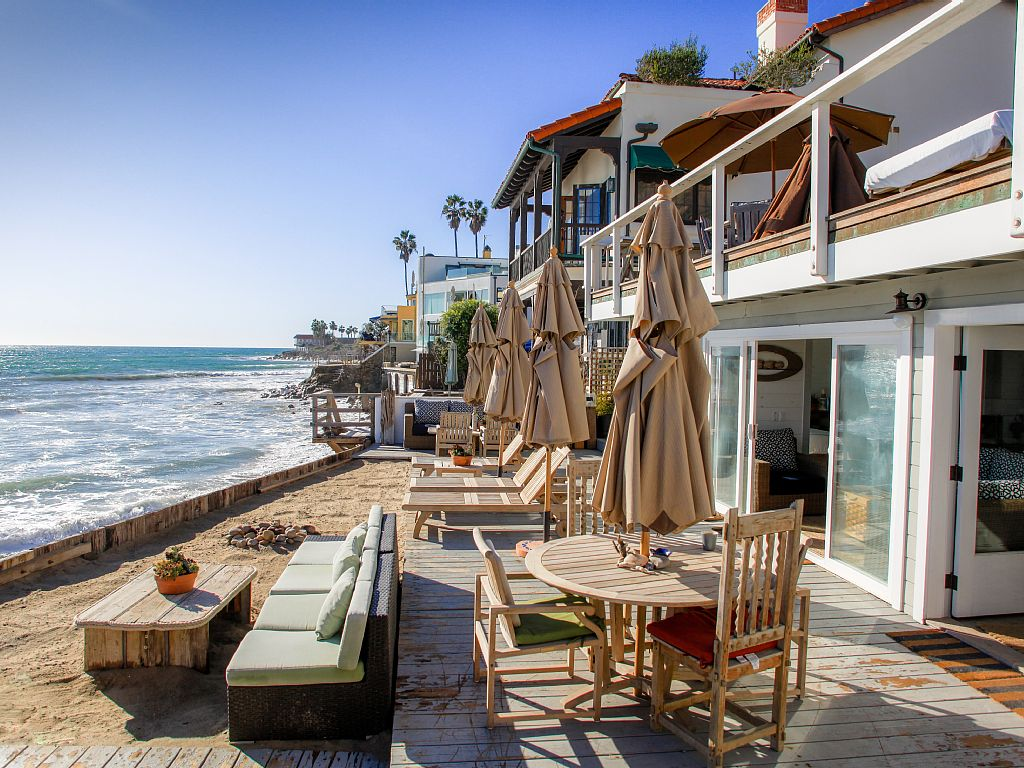 Shabby chic malibu beach house vacation rental malibu mart for Malibu house for rent