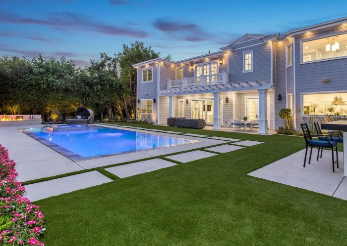 Newly Constructed East Coast Traditional Estate in Riviera Pacific Palisades California